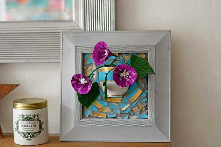 pensierino per la festa della mamma cornice in legno con tazzine e fiori viola