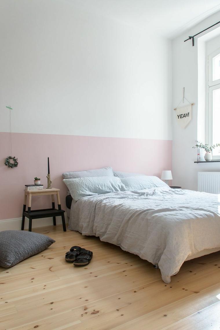 pittura camera da letto classica parete dipinta di rosa e bianco pavimento in legno parquet