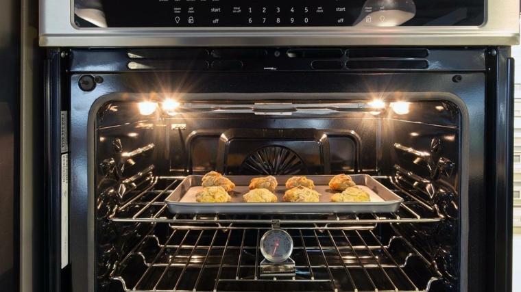 pulire il forno con rimedi casalinghi ricette per detersivi naturali fatti in casa