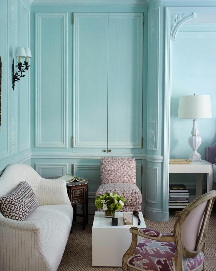verde tiffany parete boiserie in legno soggiorno con divano e poltrone