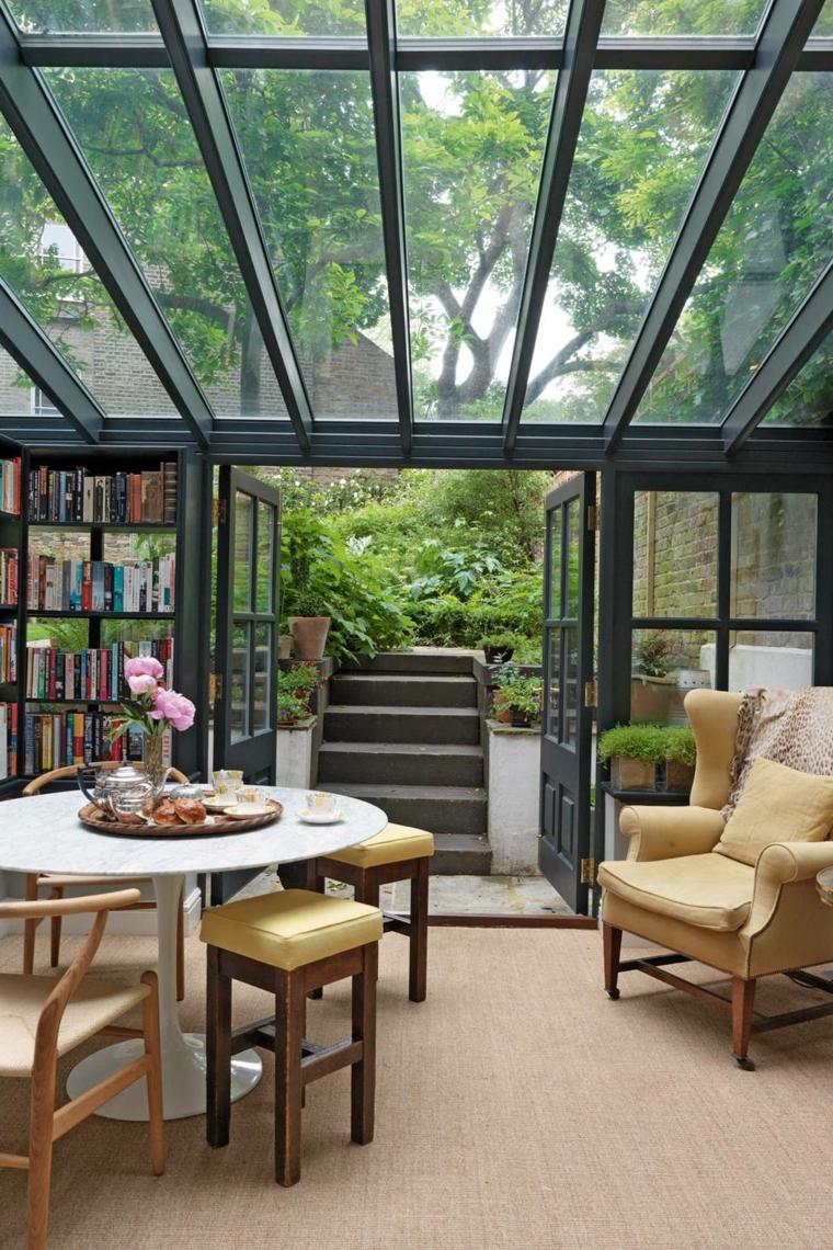 arredo veranda con mobili da sala da pranzo poltron in pelle beige