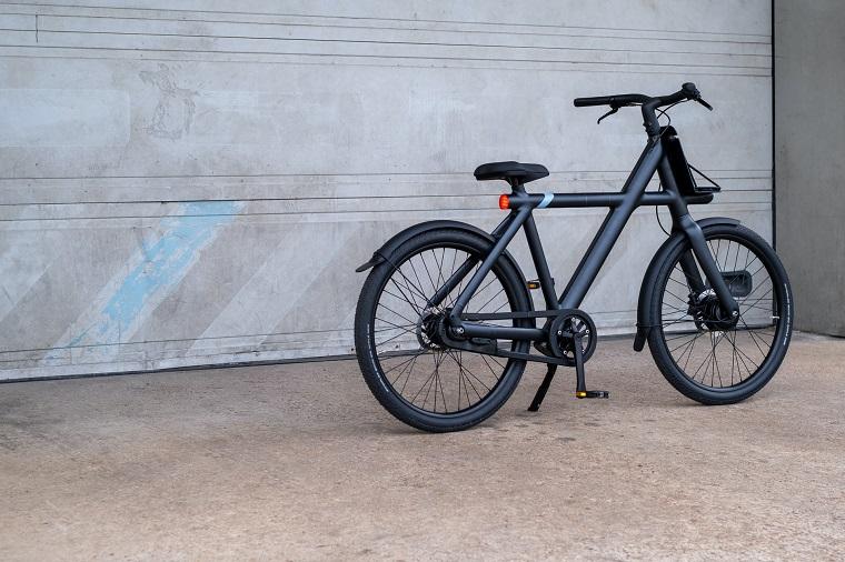 biciclette elettriche e bike di colore nero di carbonio