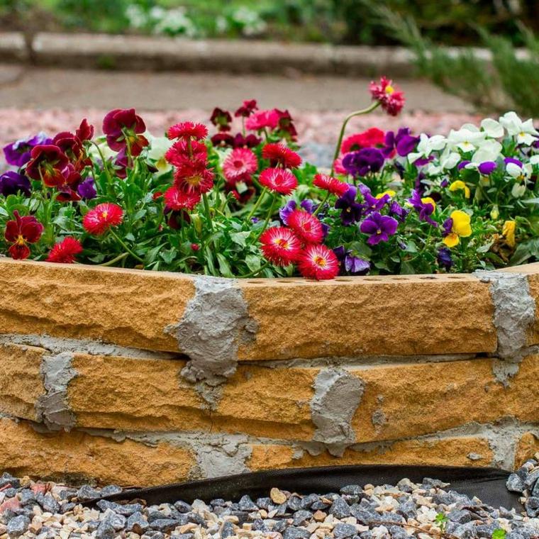 bordure per aiuole fai da te giardino con fiori dai petali colorati