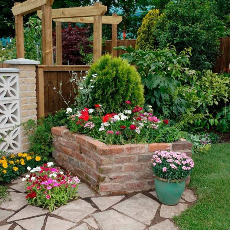 giardino con prato verde sentiero con mattonelle decorazione giardino con cespugli