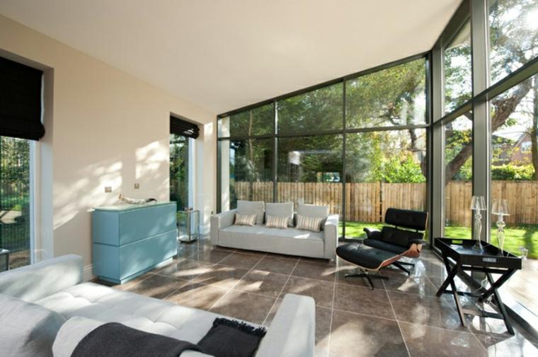 giardino inverno abitabili arredamento con divano bianco e tavolini