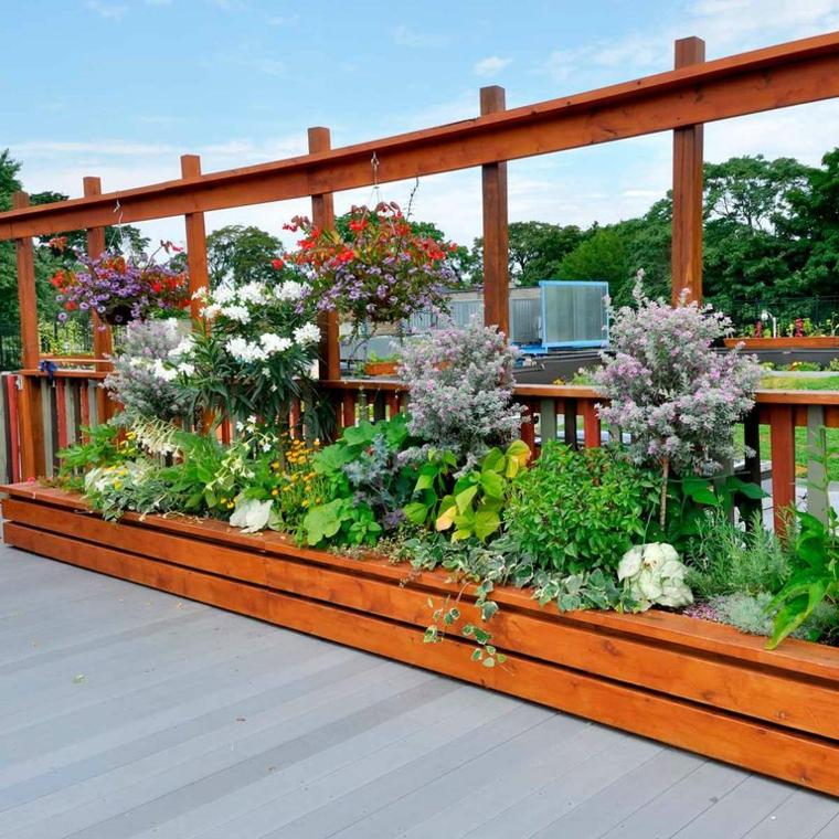idee per abbellire il giardino letti di legno per piantare fiori e aiuola