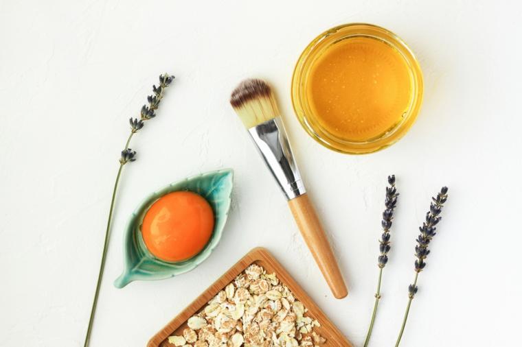 impacchi per capelli secchi trattamento con avena tuorlo e olio di oliva