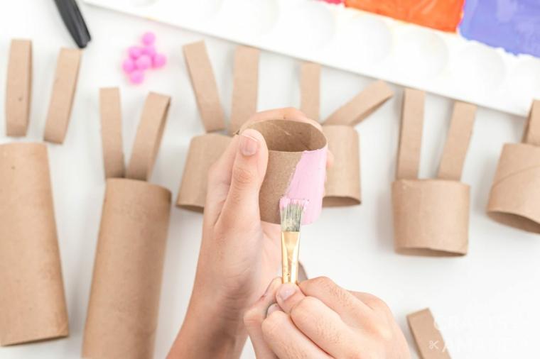 lavoretti con i rotoli di carta igienica decorazioni pasquali con coniglietti