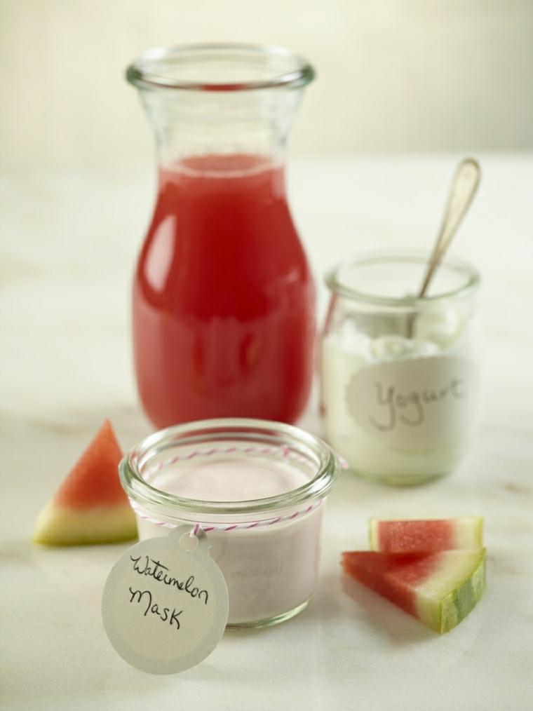 maschera idratante capelli fai da te ciotola con yogurt naturale e succo di anguria