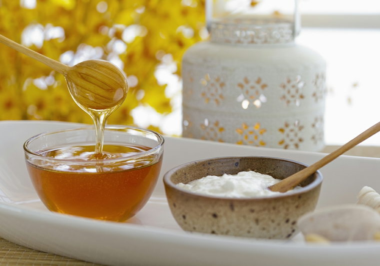 maschera per capelli a-base di olio di cocco e miele