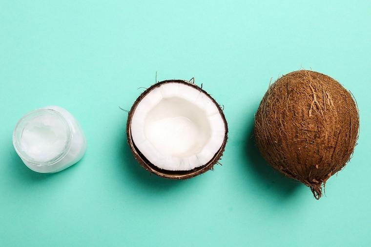 maschera per capelli secchi fai da te idratare con trattamento all olio di cocco
