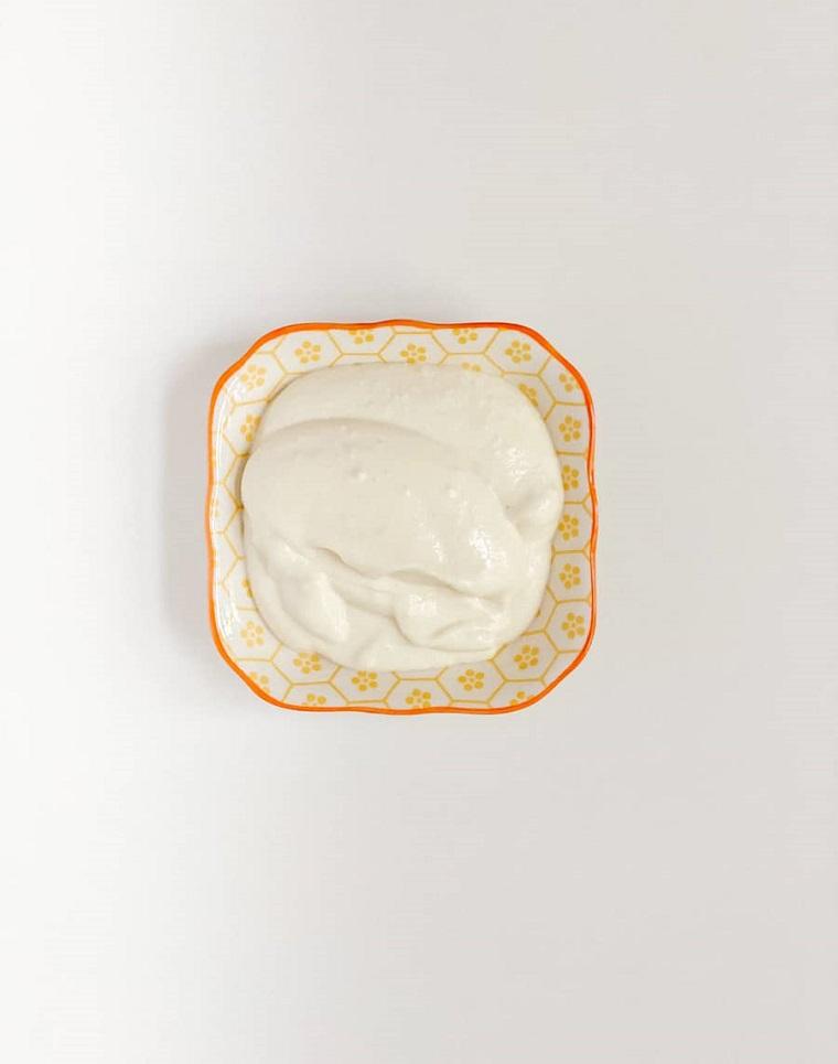 maschere per capelli fai da te semplici ciotola con yogurt bianco
