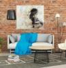 poster personalizzato parete mattoni a vista soggiorno con divano grigio