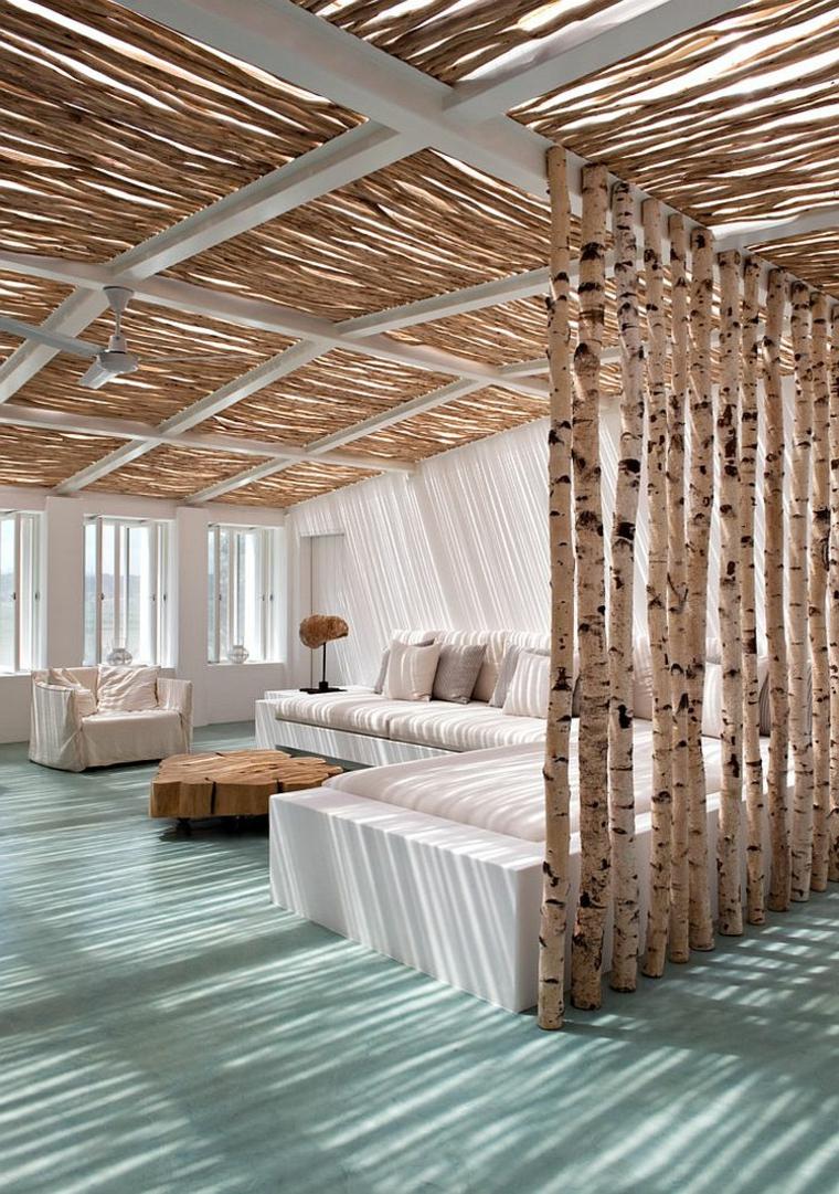 sunroom con travi di legno arredo esterno con divano angolare