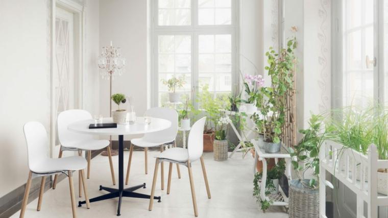 sunroom in stile scandinavo giardino d inverno arredamento tavolo da pranzo bianco con sedie