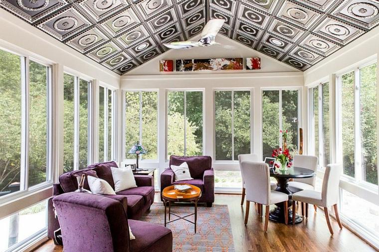 veranda abitabile come soggiorno arredo con set di mobili in tessuto viola