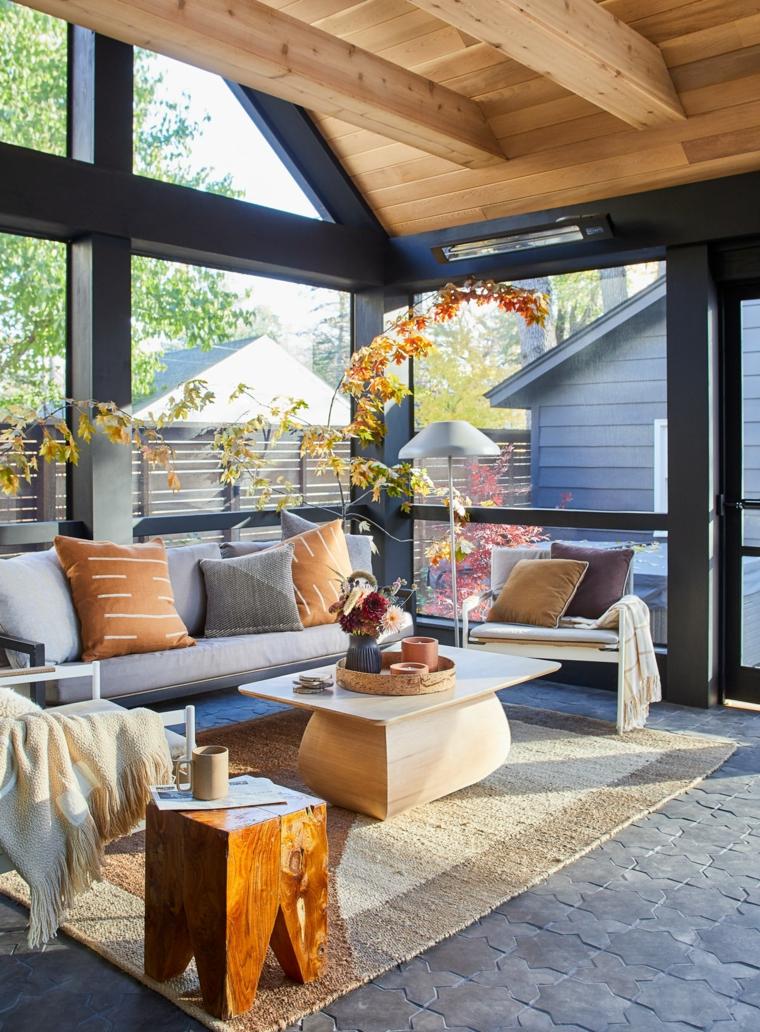 veranda con soffitto in legno verande esterne moderne arredo con divani e tavolini