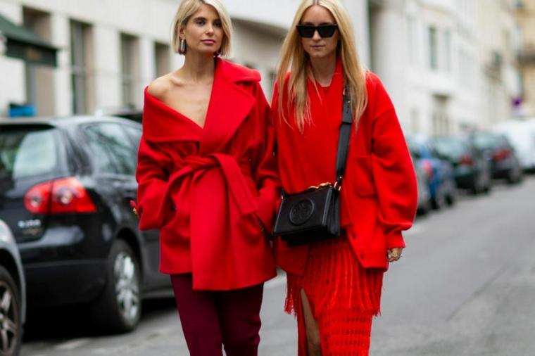 abbigliamento donna in rosso cappotto largo con cintura borsa tracolla nera