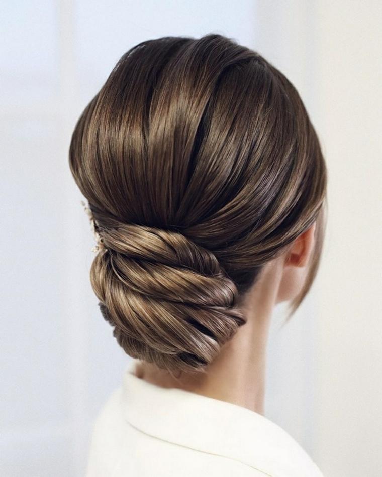 acconciature capelli raccolti per cerimonia capelli castani raccolto basso