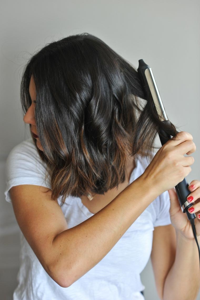 acconciature fai da te capelli corti arricciare con ferro arricciacapelli