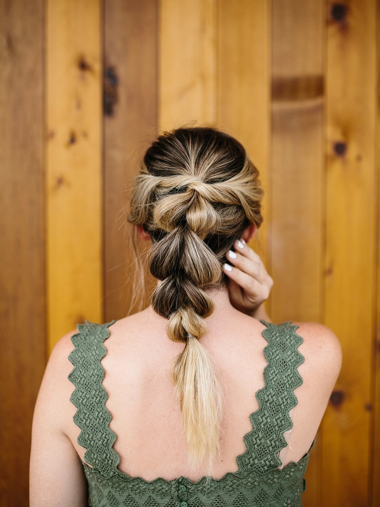 acconciature semplici capelli media lunghezza come fare una treccia