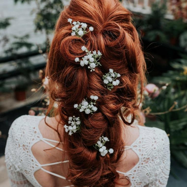 acconciature sposa 2021 donna con capelli rossi pettinattura semiraccolto morbido