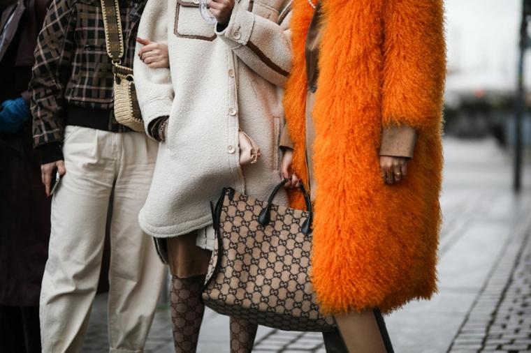 cappotto arancione pelliccia colori autunno inverno 2021 abbinamenti