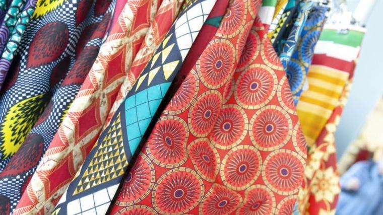 colori moda autunno inverno 2021 tessuti colorati con motivi folk