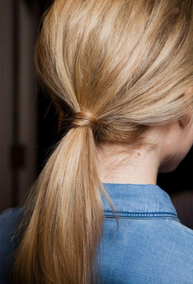 come fare un raccolto acconciatura donna capelli biondi coda di cavallo
