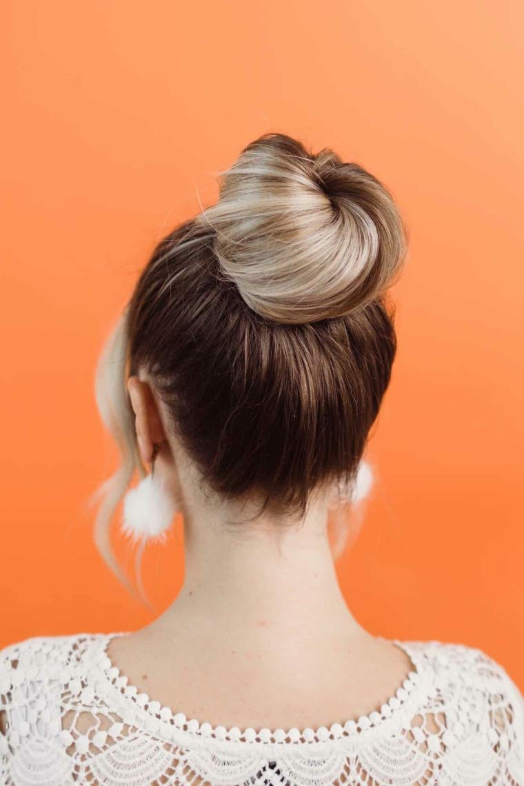 come raccogliere i capelli in modo semplice acconciatura chignon alto
