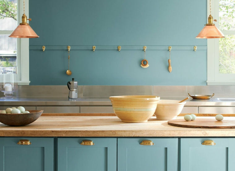 cucina con muro blu pittura pareti effetti speciali mobile con in legno