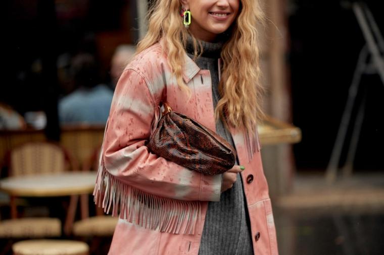giacca rossa con frange sulle maniche moda donna autunno inverno 2021 2022