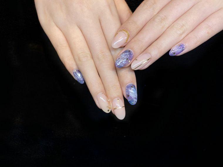 manicure a mandorla con accent nail unghie gel semplici smalti toni pastello