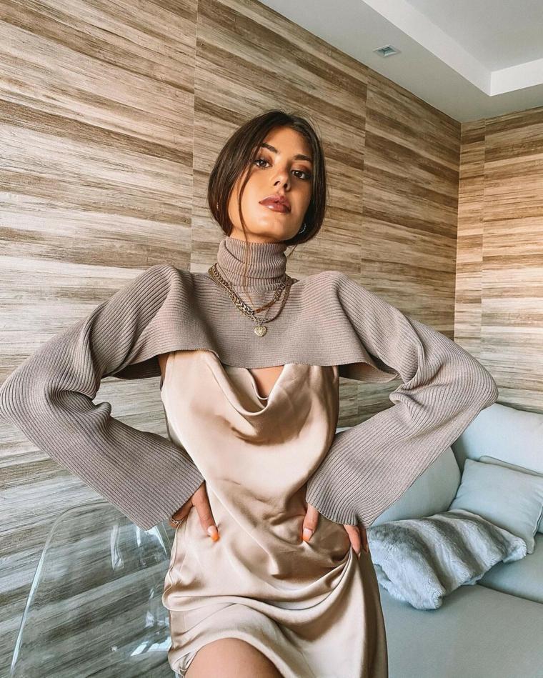 moda autunno 2021 donna maglioncino crop top di colore grigio
