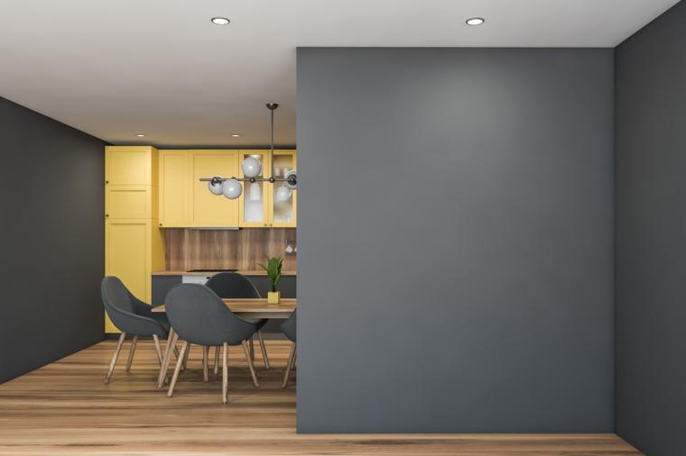 open space cucina e sala da pranzo tinteggiatura di colore pantone 2021 grigio giallo