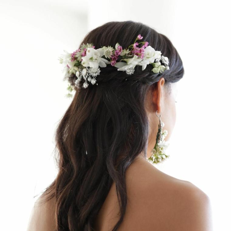 pettinatura da sposa con semiraccolto morbido decorazione capelli con cerchietto di fiori