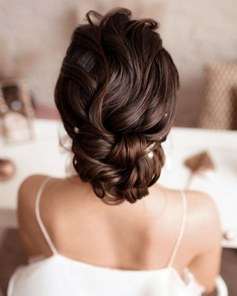 pettinature sposa capelli lunghi acconciatura raccolto basso mosso