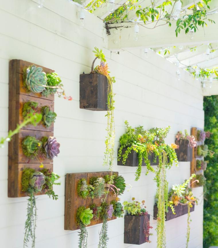 piante grasse pendenti giardino verticale con bancali di legno pellet