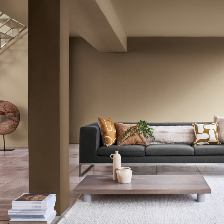 pitture particolari moderne salotto con divano grigio muro dipinto di tortora