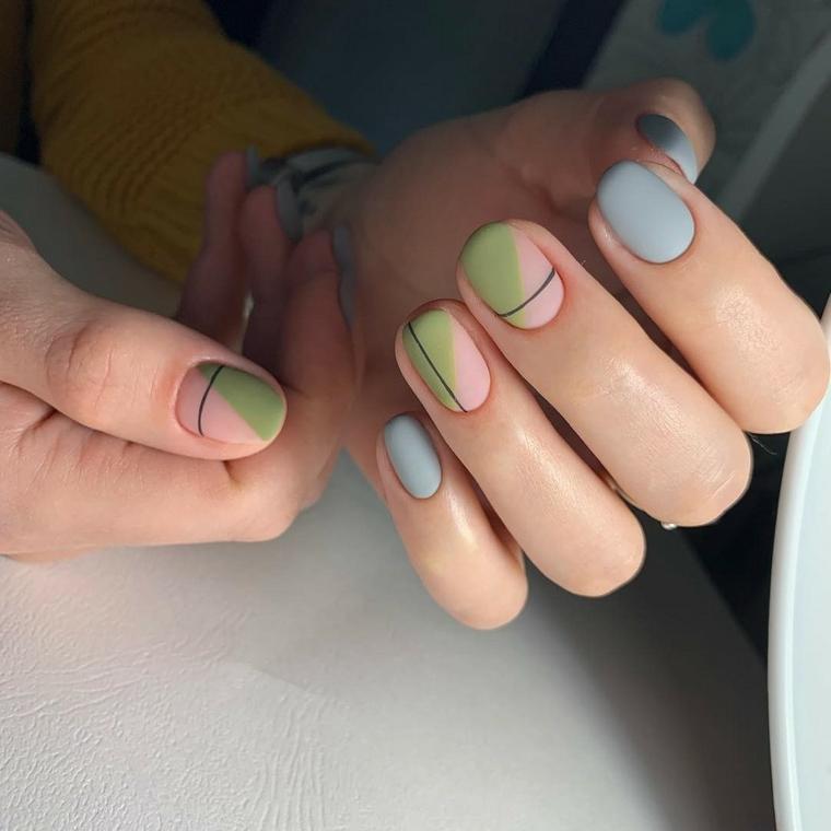 smalti color pastello unghie corte con disegni geometrici manicure toni pastello