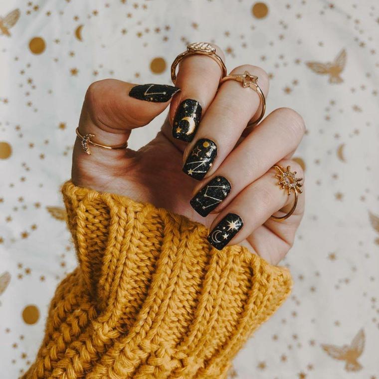 smalto color pastello unghie forma quadrata colore nero con motivi astrali