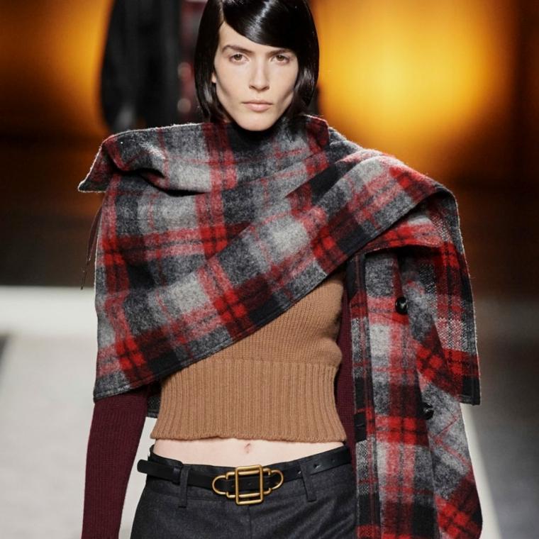 tendenze moda autunno inverno 2021 sciarpa in cashmire larga a quadri