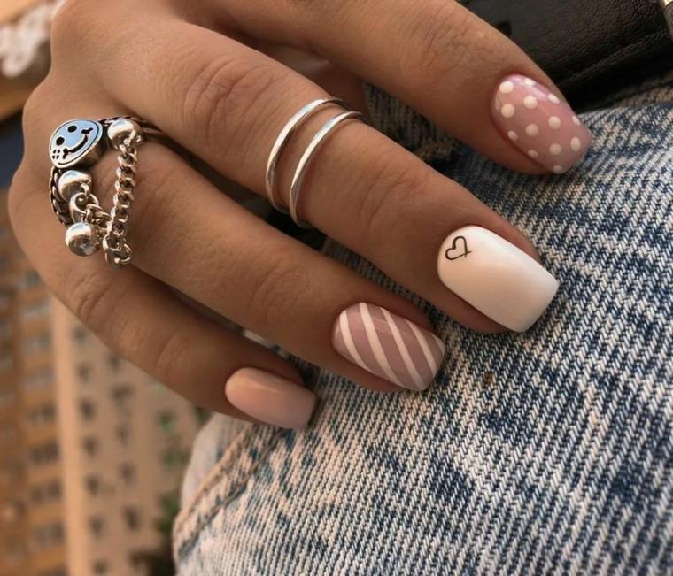 unghie colorate pastello manicure forma quadrata disegno unghie cuore