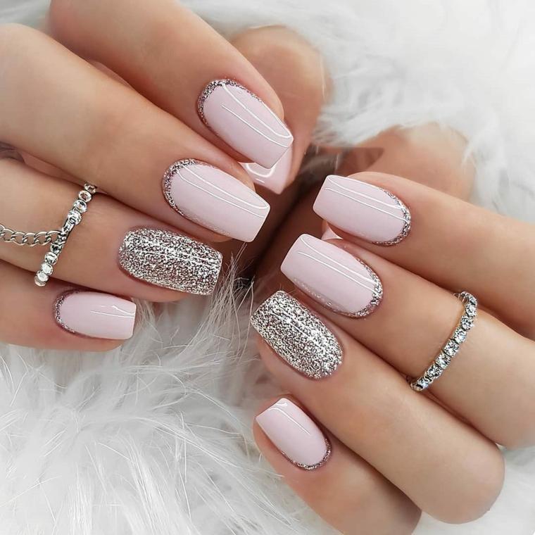 unghie con smalto rosa pastello accent nail grigio argento manicure forma quadrata