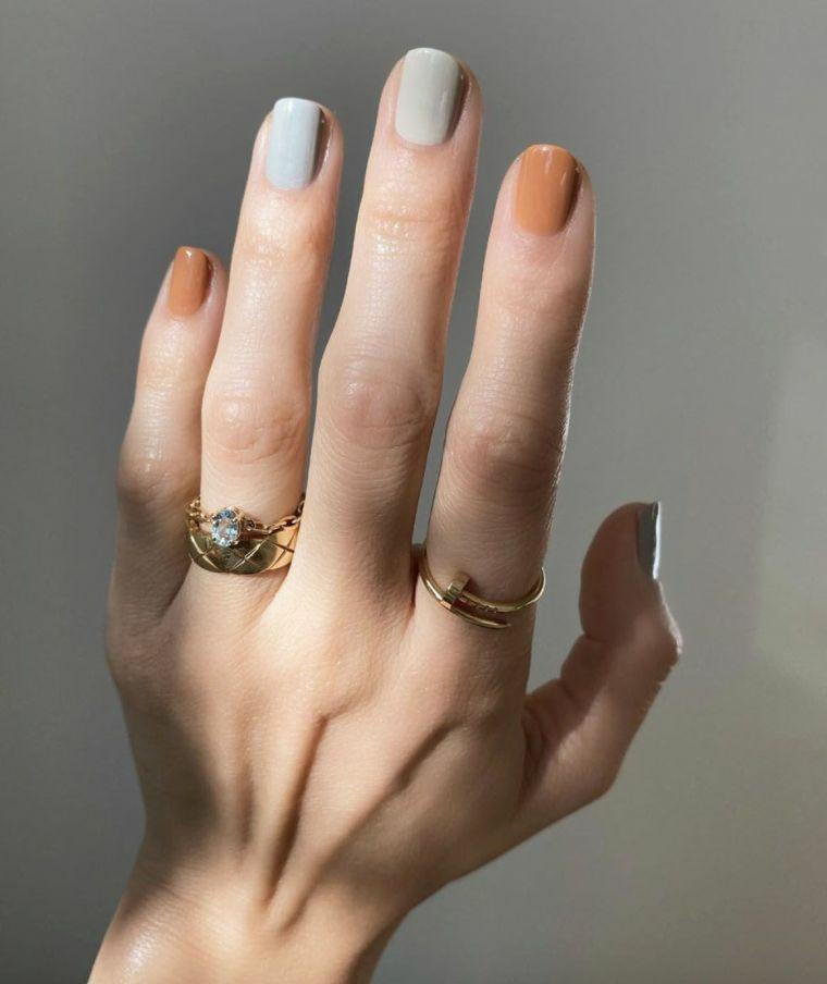 unghie gel corte manicure smalto arcobaleno toni pastello azzurro e marrone