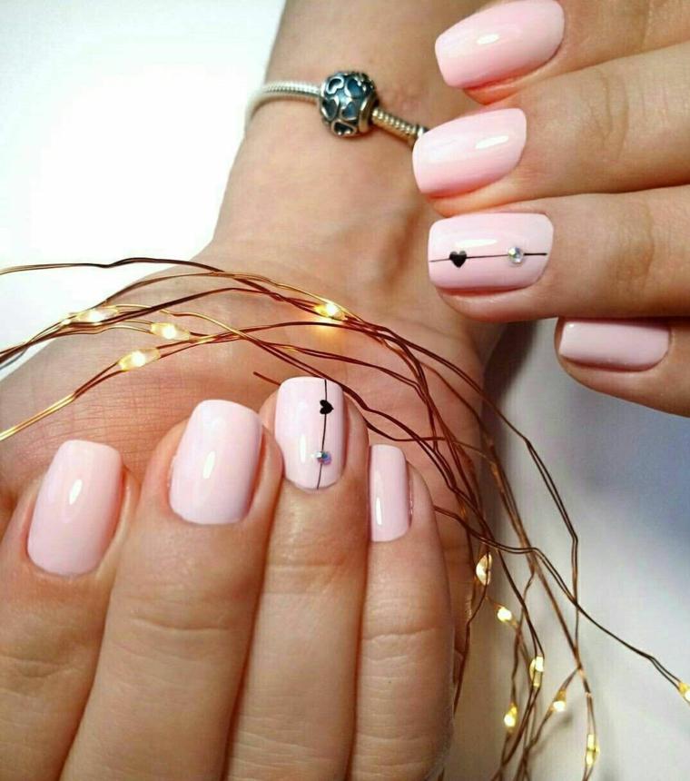 unghie gel corte smalto colore rosa pastello accent nail disegno cuoricini