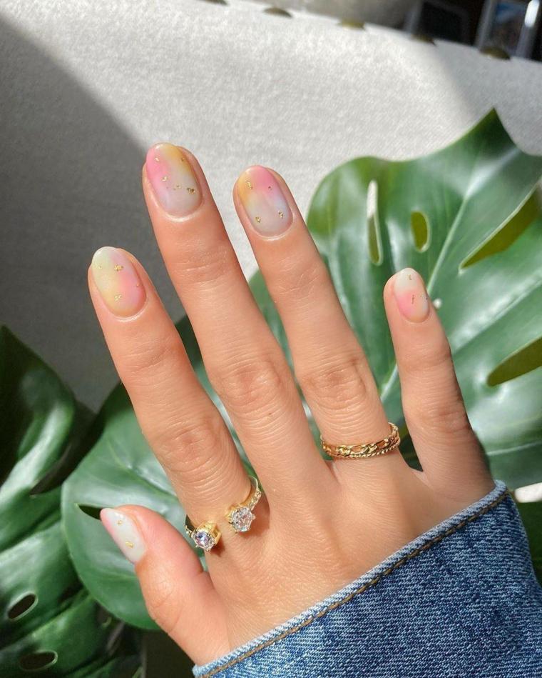 unghie gel primavera 2021 manicure ovale corte smalto colorato