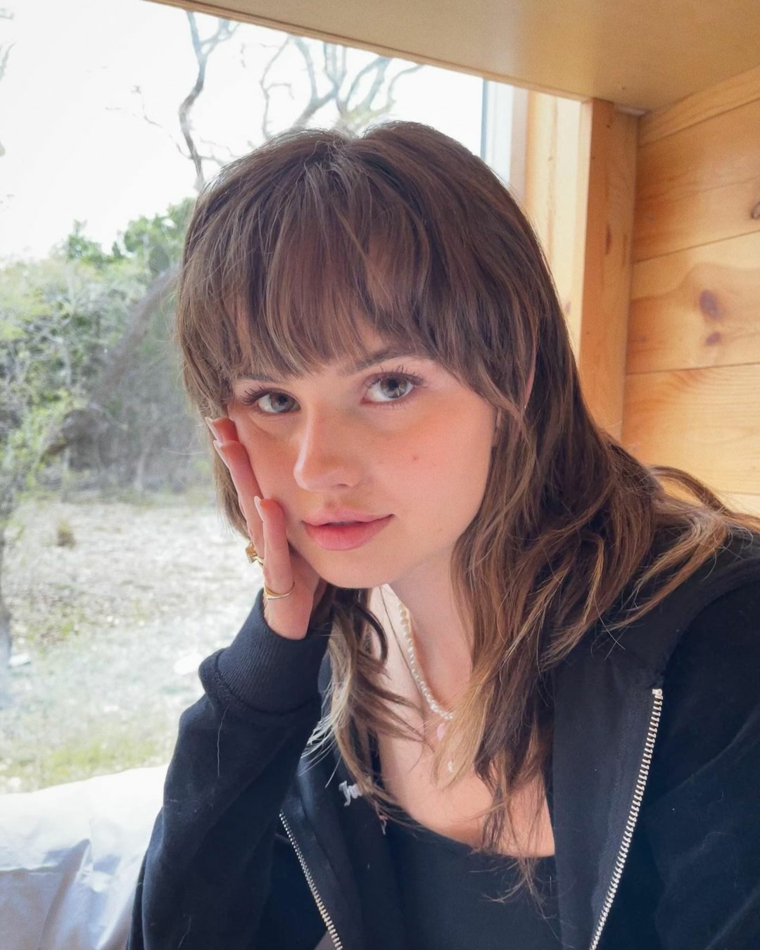 acconciatura mullet femminile capelli con frangia pari colorazione castano
