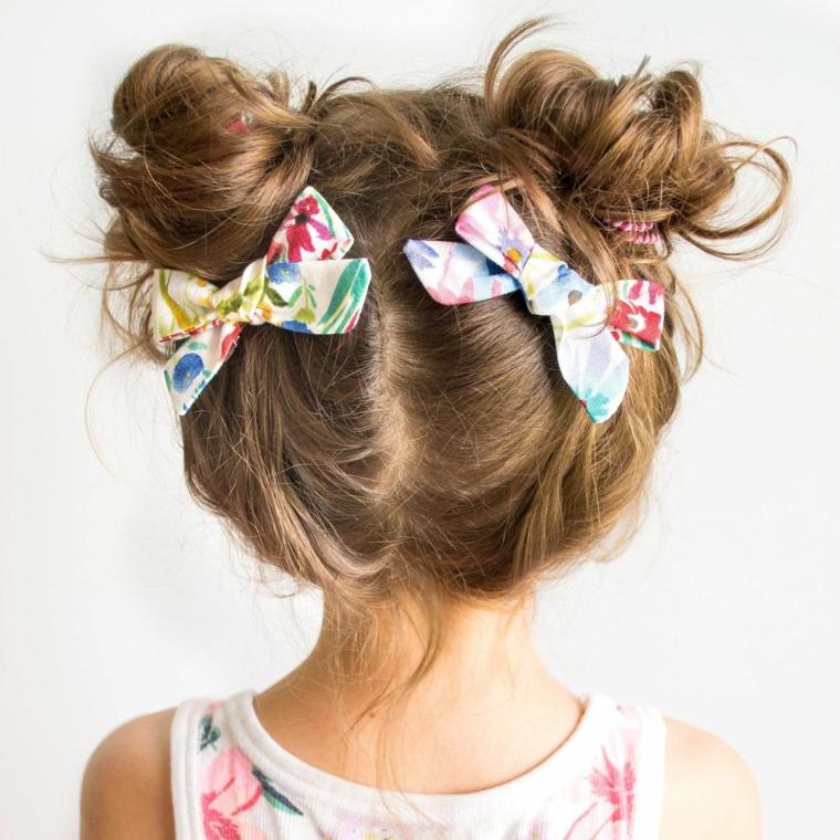 acconciature bambina capelli lunghi pettinatura mossa con due chignon
