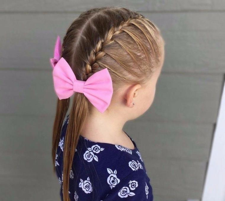 acconciature bambina veloci capelli biondi legati con due trecce laterali